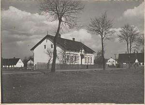 Dům v blízkosti rozcestí ulic Paskovské, Mlynářské a Na Jezdišti [str. 9]