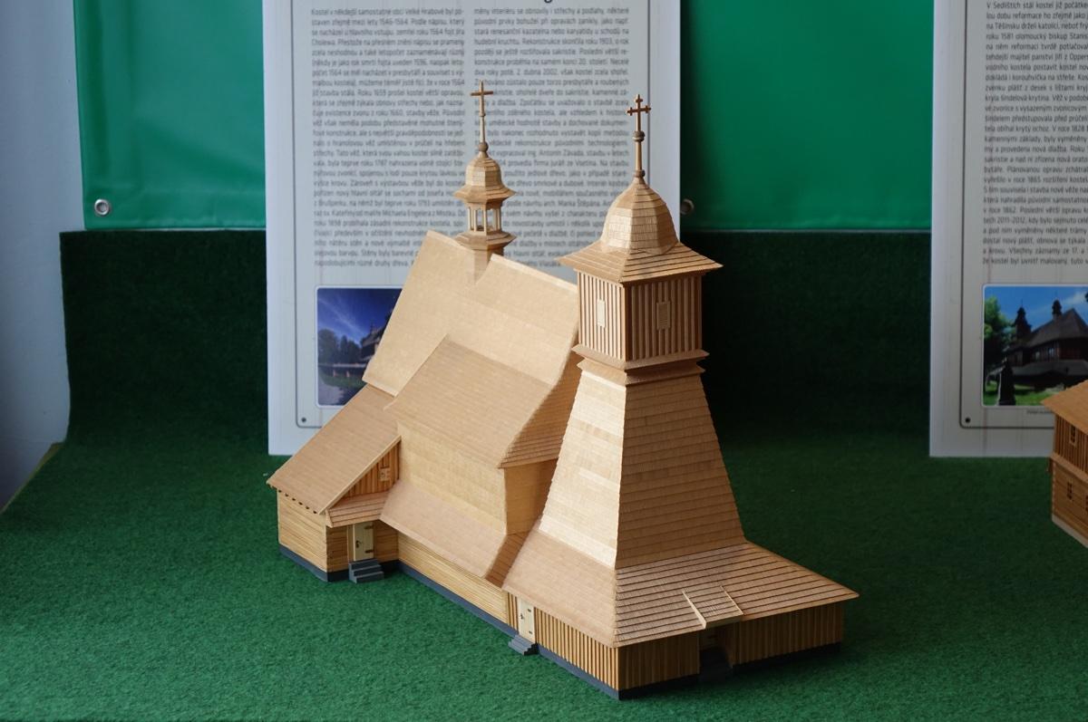 Pozvánka na výstavu dřevěných kostelíků