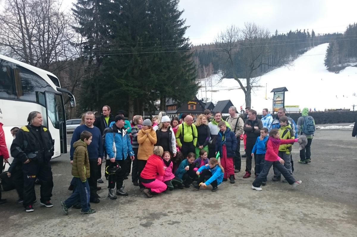 Na zítřejší lyžařský zájezd se uvolnila čtyři místa