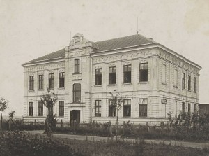 Škola v Hrabové v r. 1921 [str. 19 – 254]