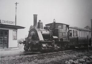 Parní lokomotiva s vlečným vozem ve stanici Zahrádky. Foto: Archiv Vítkovice, a. s.