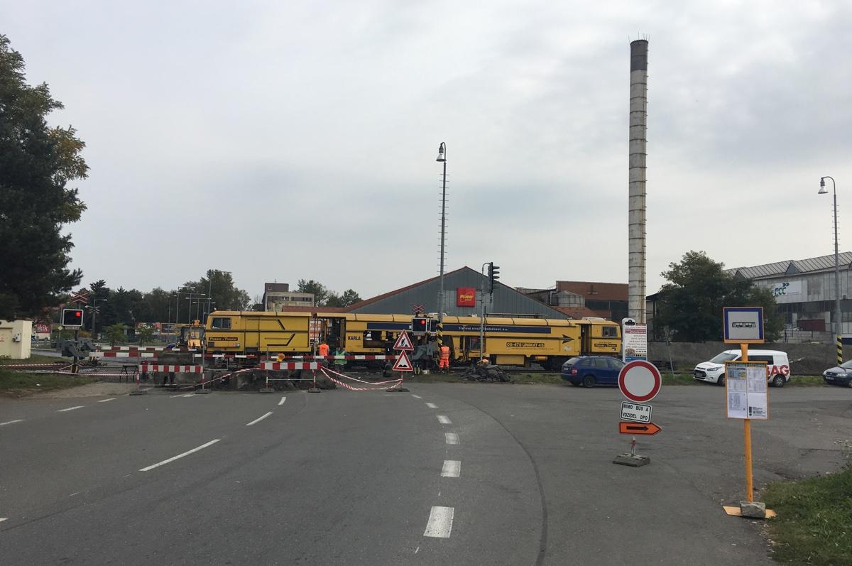 Železniční přejezd je opět průjezdný