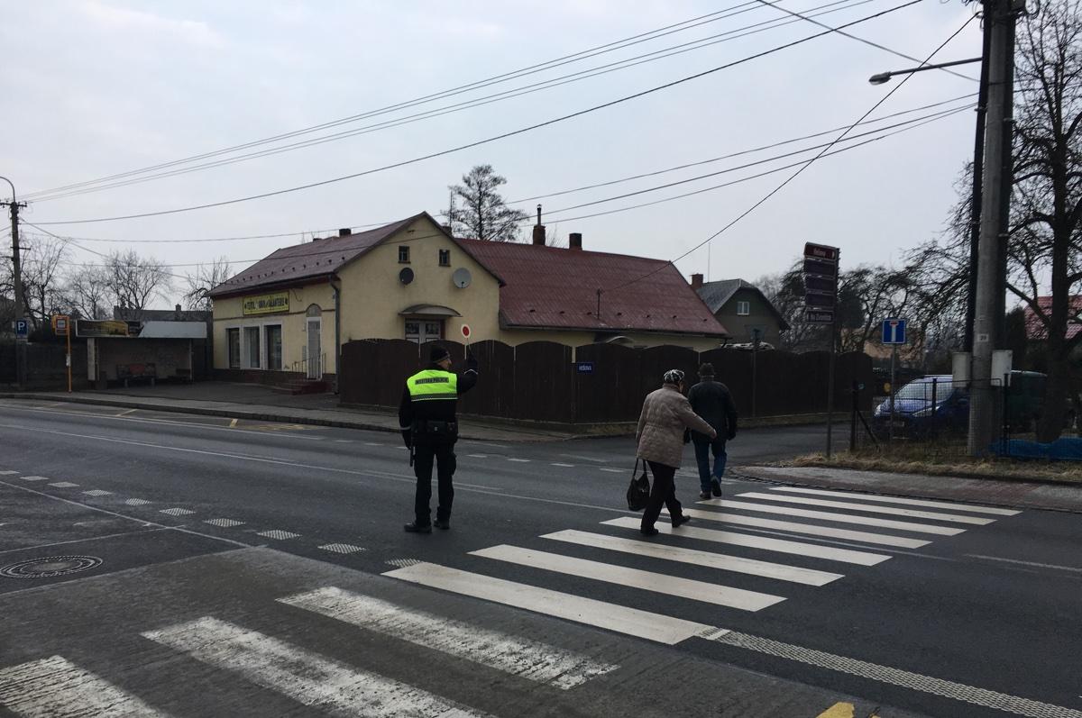 Městská policie začala hlídat přechody vHrabové