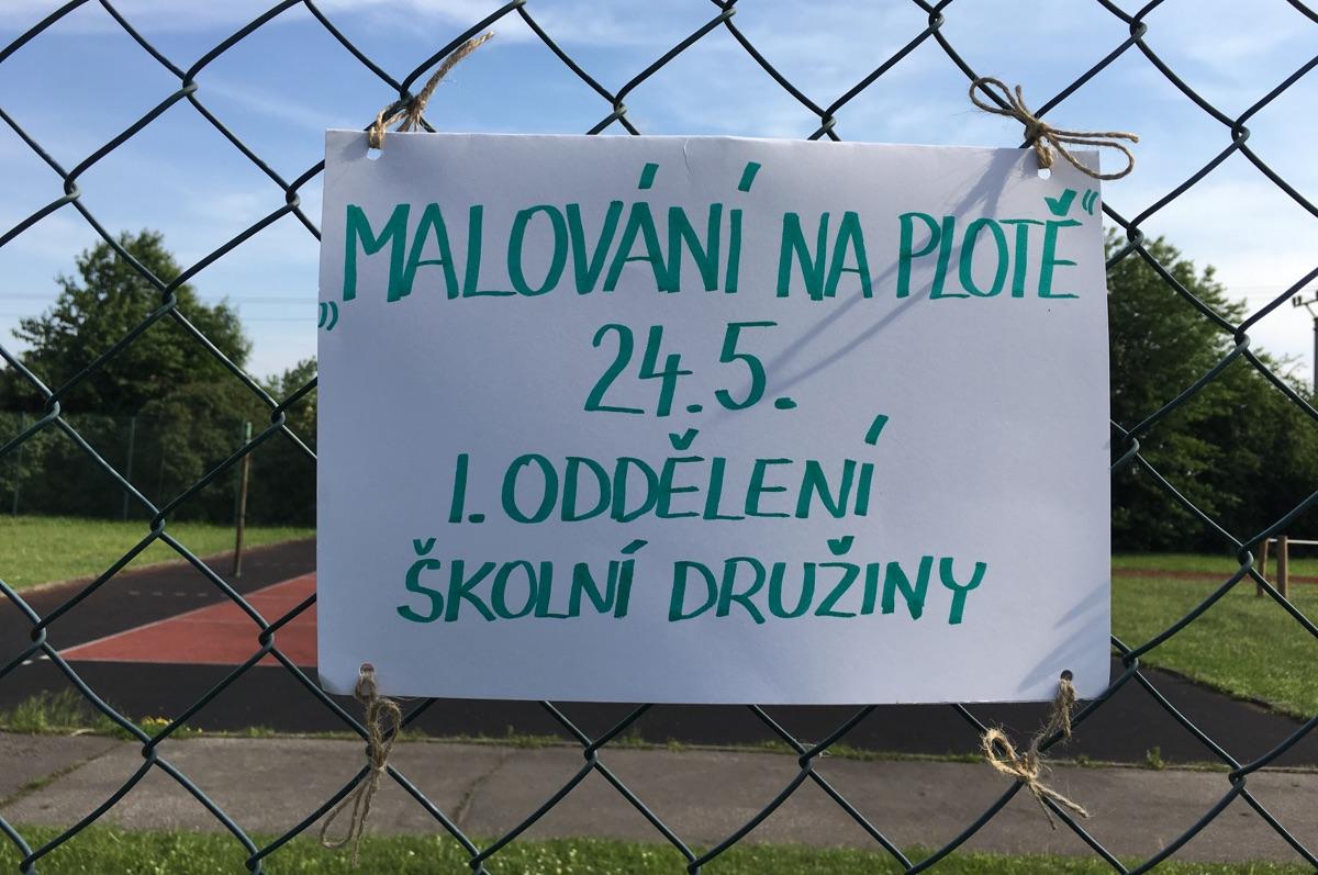 FOTO: Děti ze školní družiny malovaly na plotě
