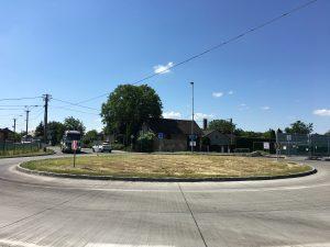 Kruhový objezd na ulici Paskovská a Mostní