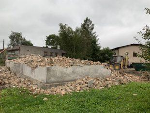 (FOTO) Demolice domu na Paskovské ulici. Byl nemovitou kulturní památkou? Nebyl;-)