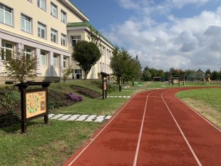 (FOTO) Přírodní učebna apřírodovědný okruh uzákladní školy je před dokončením