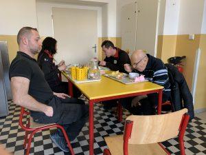 Cizí strávníci měli jídelnu v pátek 13.3. 2020 na chodbě