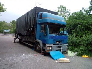 (FOTO) Zelená Hrabová: Autovrak kodklízení nahlásila iměstská policie
