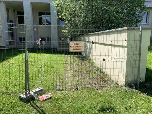 (FOTO) Stavba nového vchodu do základní školy