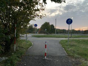 Ulice Dubraviova má svůj sloupek, který automobilům brání vprůjezdu