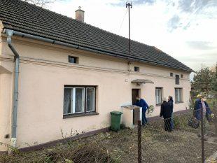(FOTO) Vjakém stavu je dům naproti úřadu, který Hrabová koupila?