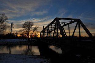 (FOTO) Most mezi Hrabovou aVratimovem vdobě soumraku