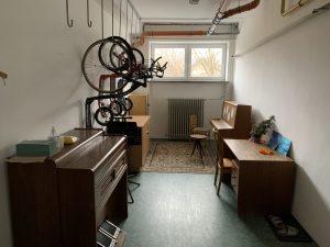 Nedůstojné prostory základní umělecká škola v prostorách naší školy