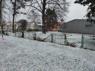 Zelená Hrabová: Odstranění nevzhledného plotu okolo restaurace Zvonírna