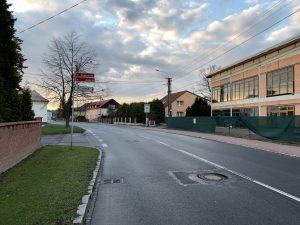 Propadlý kanál na ulici Paskovská (před/za ulicí Jezerní)