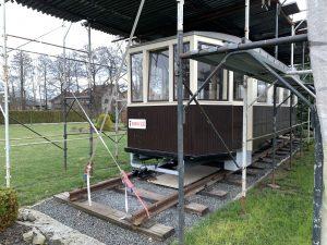 Historickou tramvaj dočasně zdobí nová cedule