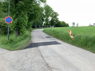 (FOTO) Oprava povrchu cesty uhřbitova