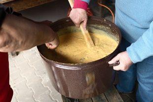 (FOTO) Smažení vaječiny uKumana